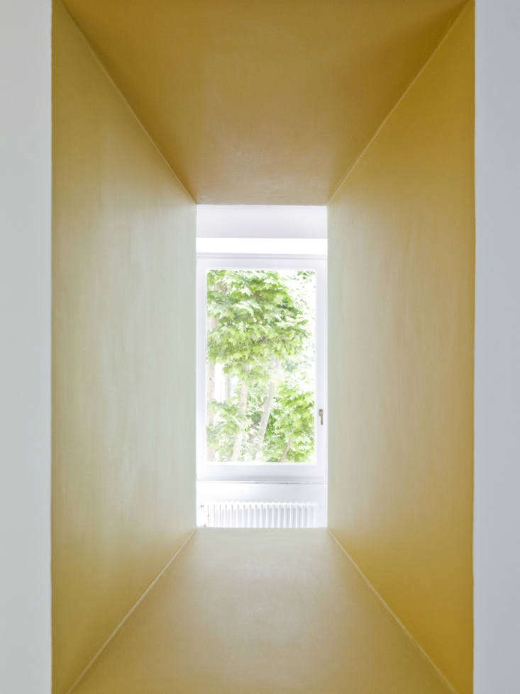 yellow window in tuscan red house by studio strato, photo by serena eller 18