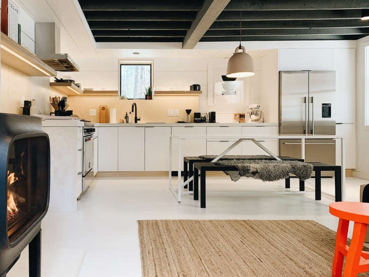 there&#8\2\17;s a large eat in kitchen with ikea sektion cabinets and veddi 14