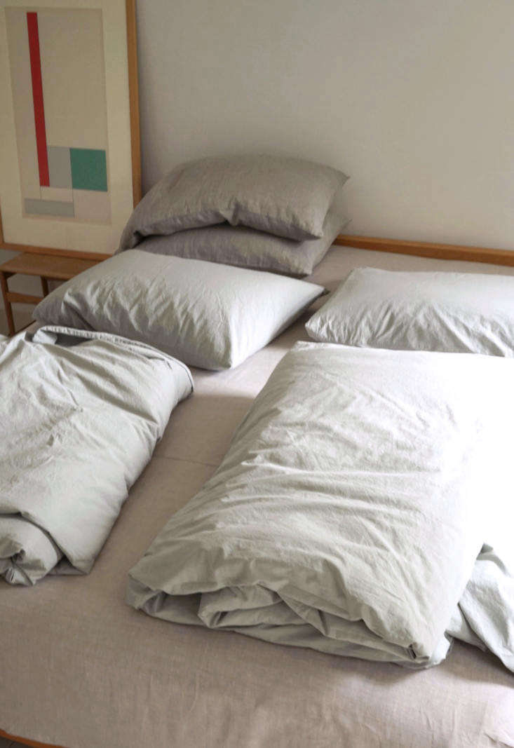 &#8\2\20;begin with a bottom sheet, as many pillows as you like, and twin d 9