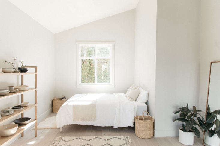 A perfect nook for a bed. The shelf was custom-made by Will Morrison Studio; the bedding is by Last Light Collection.