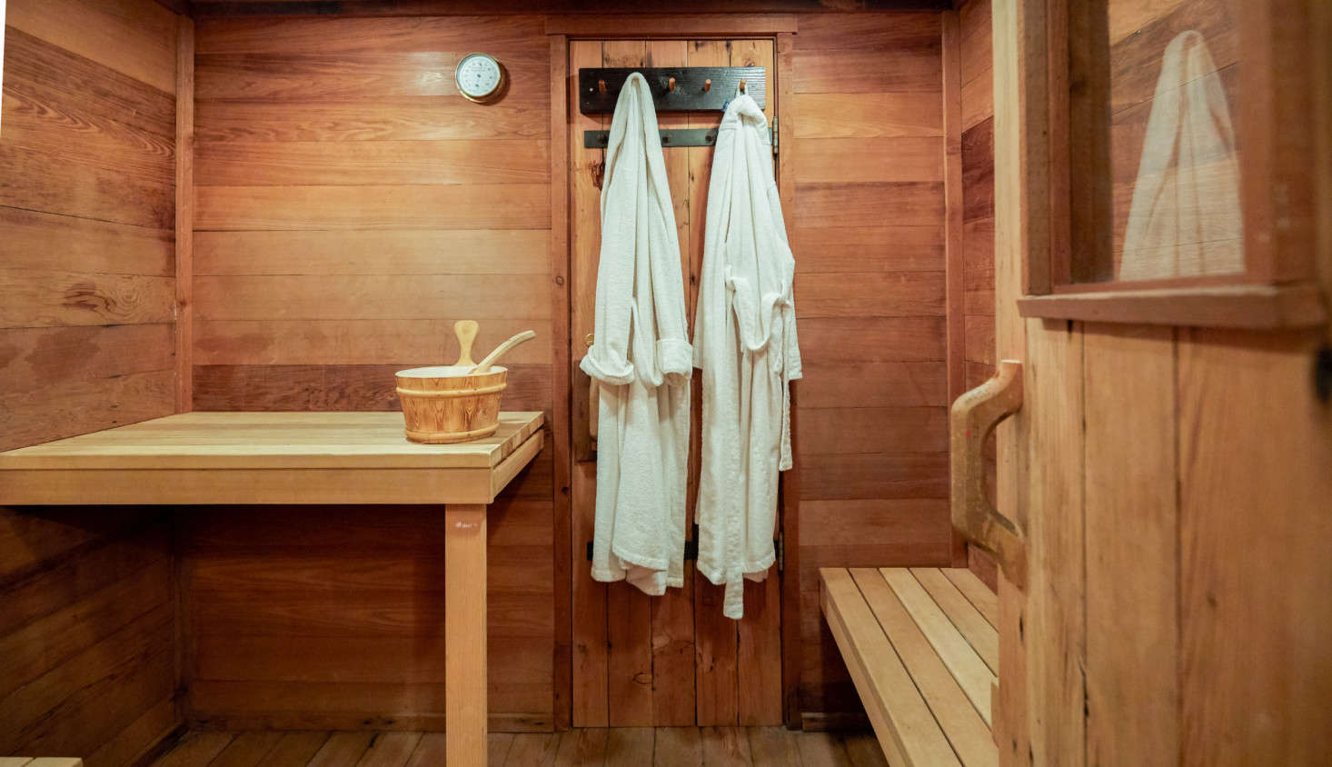 For rustic relaxation, the cabin also has a sauna and outdoor hot tub.