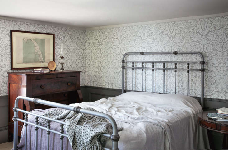 A bedroom papered in Farrow & Ball&#8