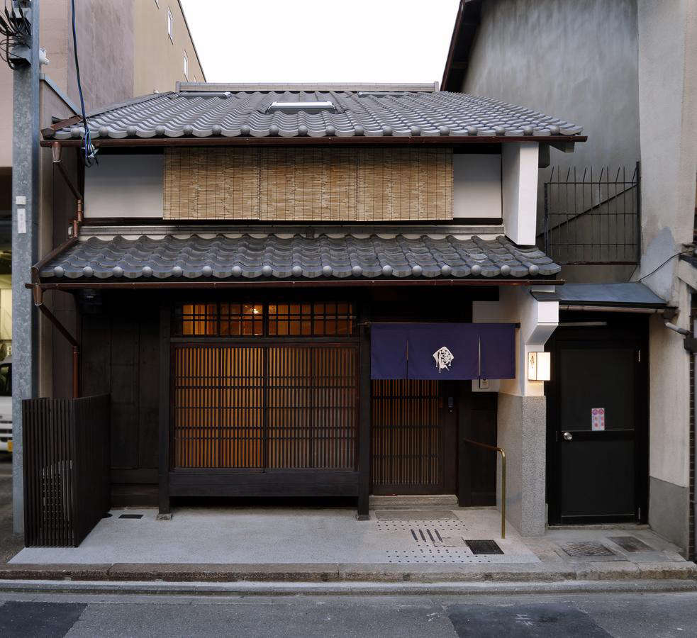 Architect Yoshifumi Nakamura and designer Akira Minagawa, creator of the popular fashion and textile line Minä Perhonen, updated the 0-year-old Kamanza-Nijo house (#