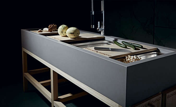 The Otomoto system includes six chopping boards made from Paulownia wood, which can be positioned to create a worktop.