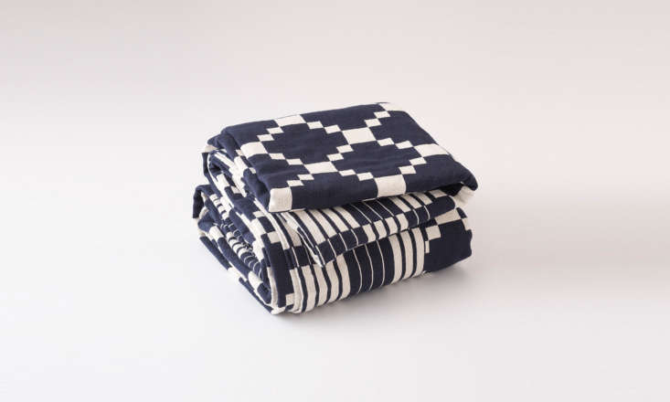 schoolhouse&#8\2\17;s winter + summer cotton coverlet (\$\149) is the gift  12