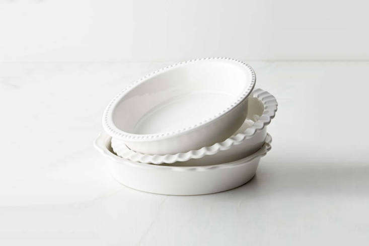 the williams sonoma stoneware pie dish set is comprised of three vintage style  15
