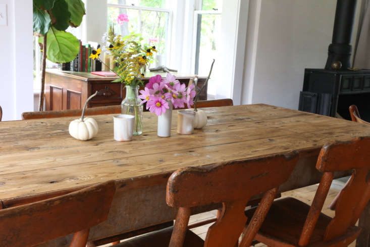 The dining table is one of several pieces that the couple found during their first pilgrimage to the Brimfield flea market. &#8