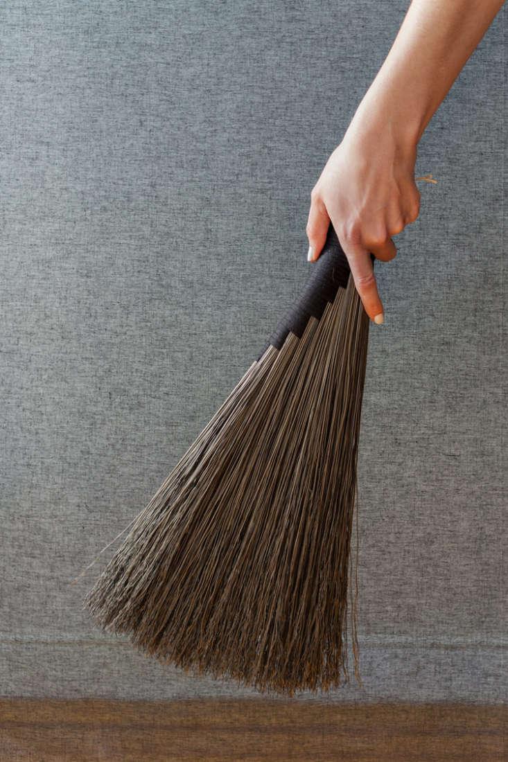 custodian wing handbroom black