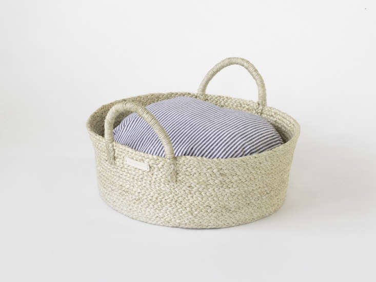 Basket pet bed from Faunamade with rustic gray stripe cushion cover for dogs and cats