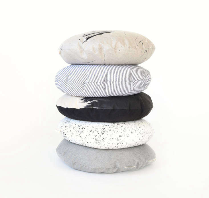 Pet cushion beds from Faunamade with linen and cotton design-inspired covers