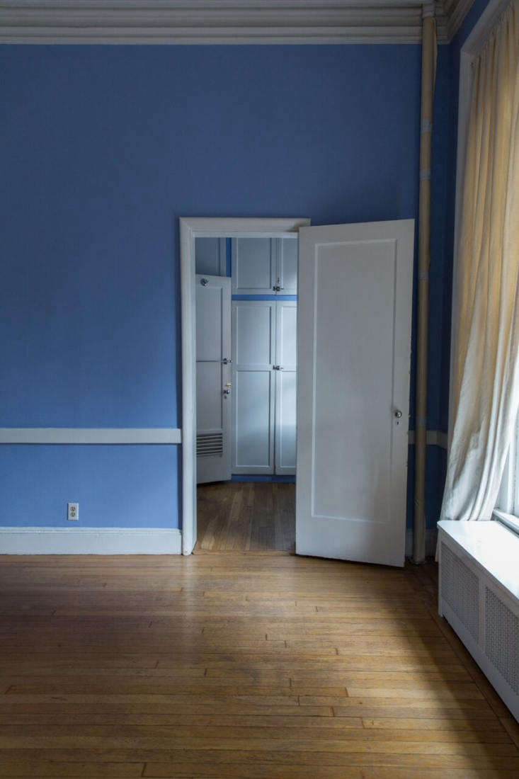 The master bedroom was painted periwinkle blue; note the low door frame, which Malachi raised to be in proportion to the high ceilings. Photo by Mel Walbridge.