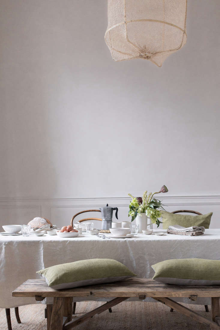 &#8\2\20;handmade ceramics really dress a table, and simple, seasonal flowe 13