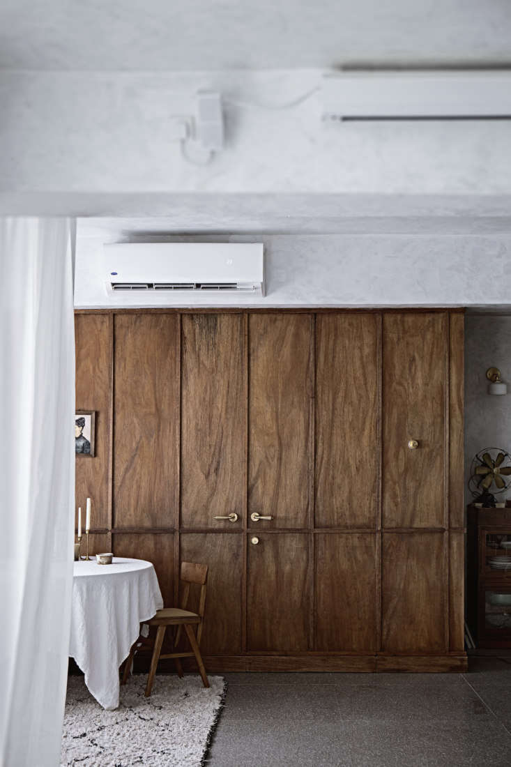 &#8\2\20;due to budget, i used plywood for the wood wall that separates the 12