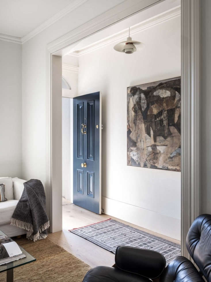 a painting by australian artist ben milne in the entryway. the d&#8\2\17;al 10