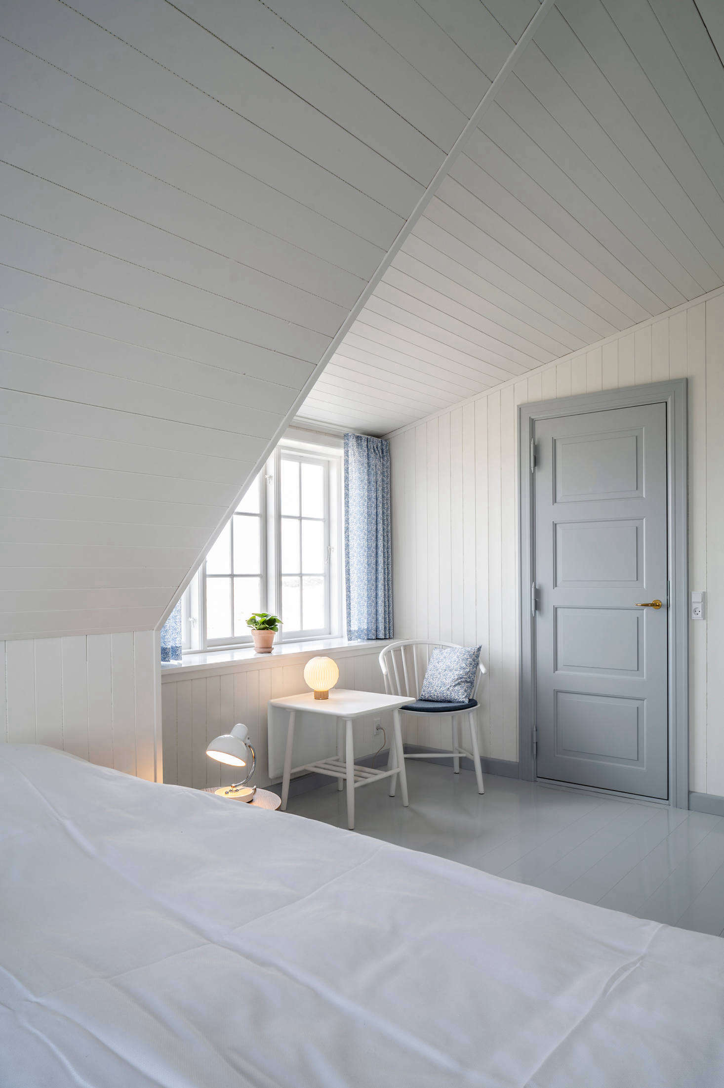 The blue and white palette continues in the guestrooms. One of the main upgrades of Svinkløv Badehotel