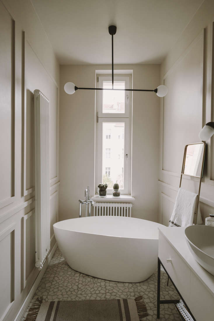 another ebay score: the leaning towel rack. the bathtub is by omnires. the marb 21