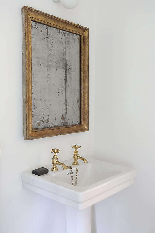 cassandra ellis east sussex barn bathroom sink light locations