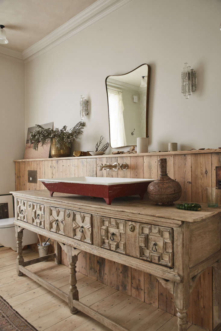 An antique English sideboard serves as a washstand. (&#8