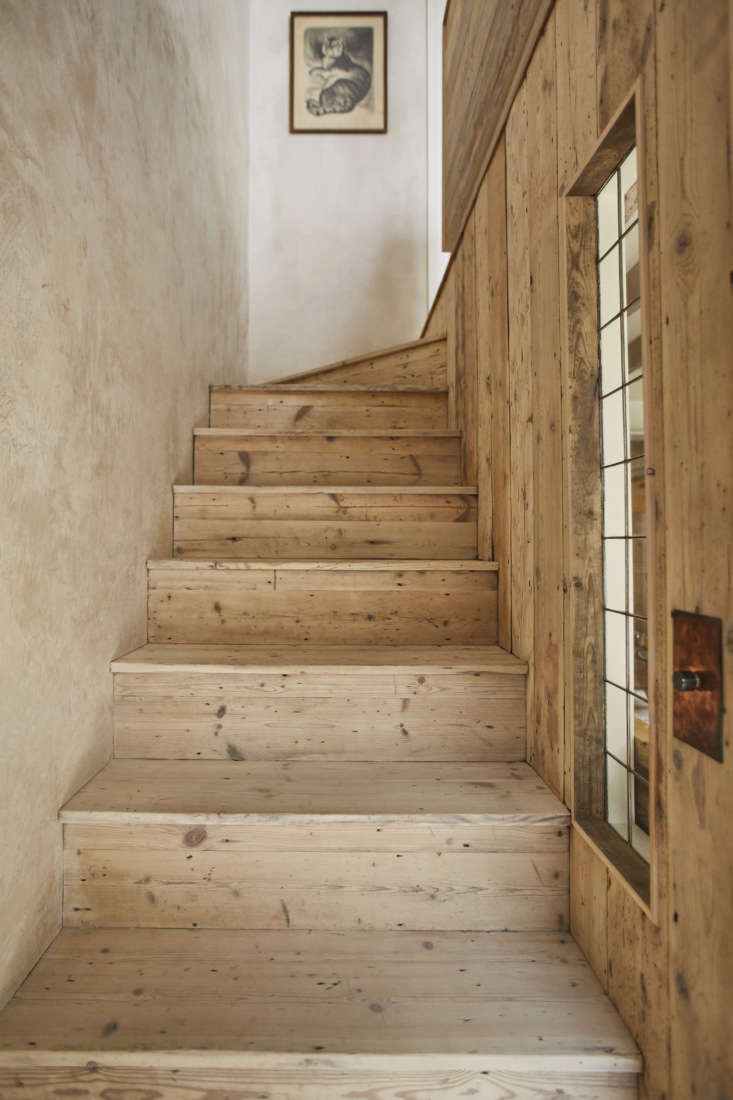 &#8\2\20;the old stair had that vibe of cramped servant&#8\2\17;s stair 17