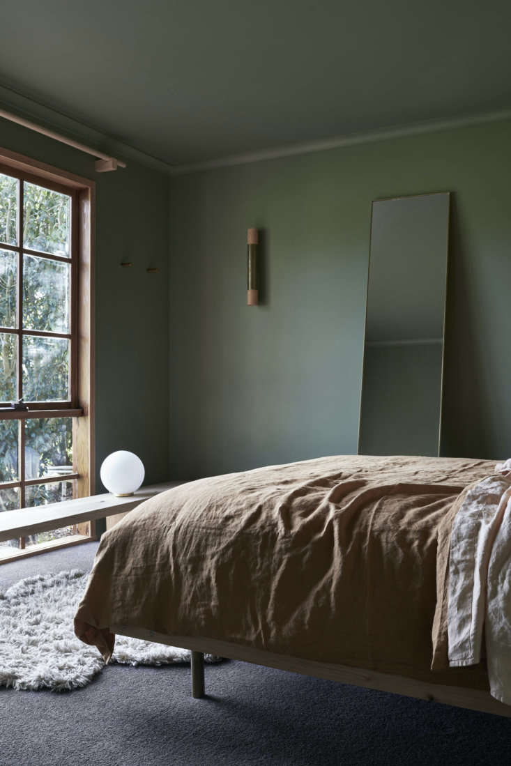 Another new window brings greenery into the bedroom. The window bench serves as a table and a seat.