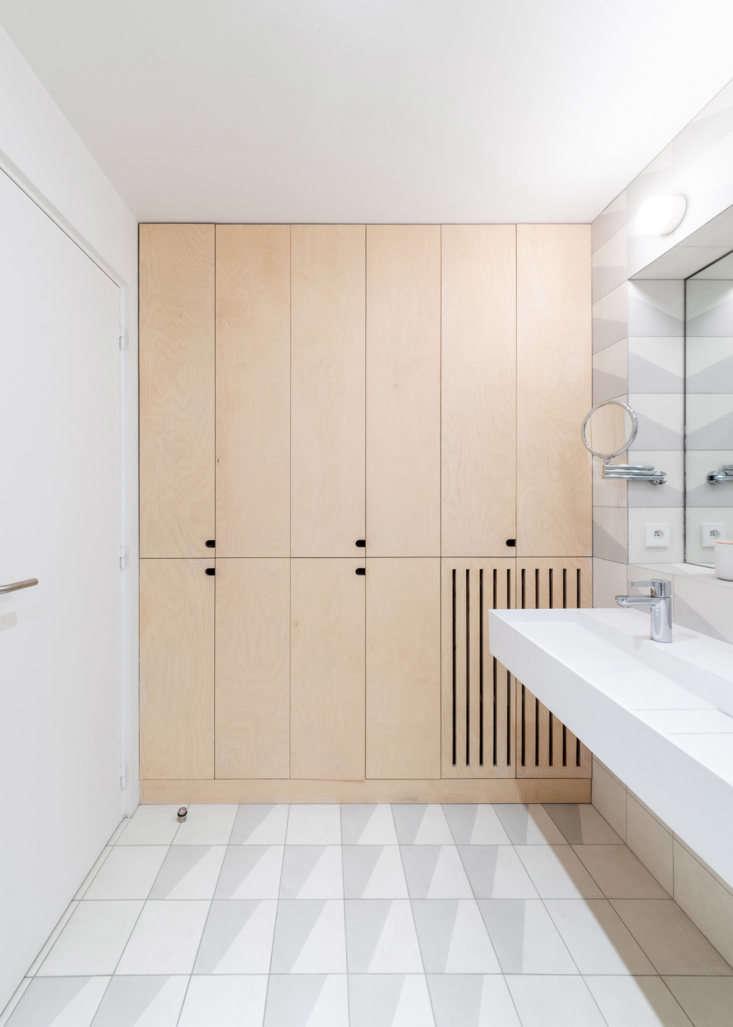 More birch plywood cabinets in the bathroom. Note the cutout handles.