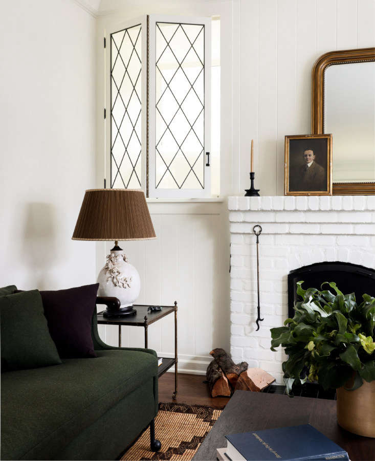 the walls and moldings are painted benjamin moore&#8\2\17;s mascarpone; for 11