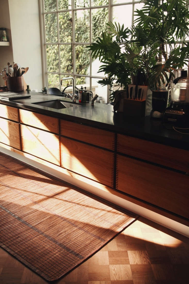 Even though the cabinets are nearly -years-old, they look both timeless and of-the-moment.