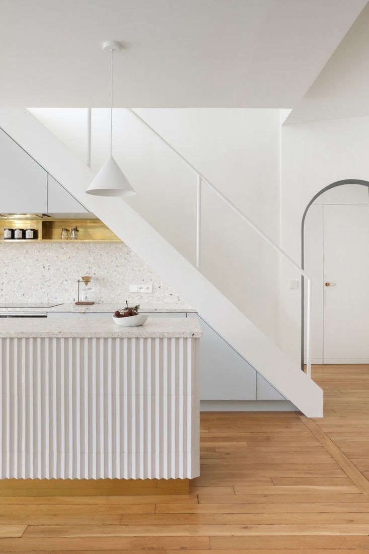 Trend Alert Kitchens with Fluted Detailing In an artist&#8\2\17;s Paris apartment, Hélène Pinaud and Julien Schwartzmann of Heju Studio designed a kitchen island &#8\2\20;dressed in relief tiles.&#8\2\2\1; See more of the architects&#8\2\17; kitchen remodels here and here.