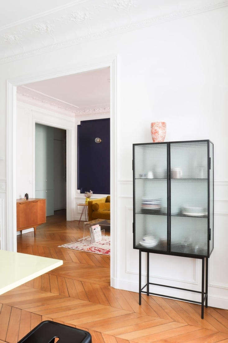 A Classic Paris Apartment Gets a ColorBlocked Update for Two Graphic Designers The architects redesigned the former dining room as the new eat in kitchen and widened the link between it and the living room. The chevron oak floor found in dark reddish tones was newly sanded &#8\2\20;to find its original color again,&#8\2\2\1; and refinished with a matte varnish. (Intrigued by the pattern? See Remodeling \10\1: The Difference between Herringbone and Chevron Flooring.)
