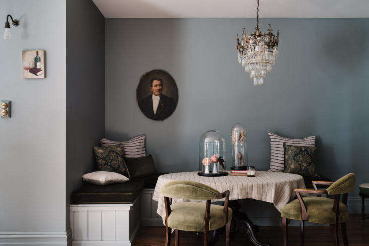 the dining nook is fitted with built in banquettes and mossy velvet cushions. 14