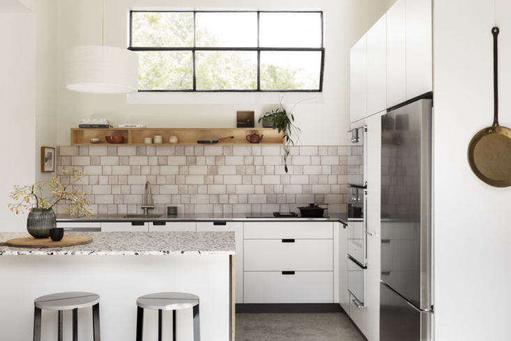 Cantilever offers four different kitchen systems to choose from. The couple selected its K3 system, the brand&#8