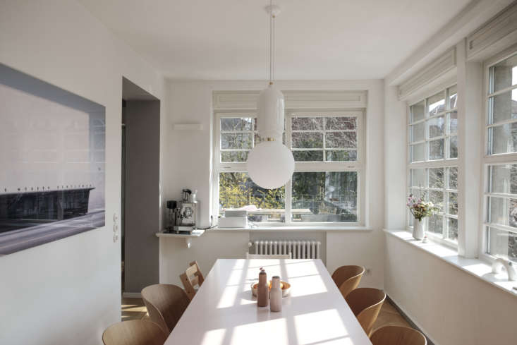 The owners say they opted to keep the kitchen and dining room windows bare because they love looking out at the back garden. (&#8