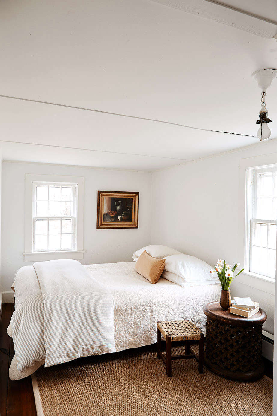 While collections of his favorite objects and art can be found in the main living areas, the sleeping quarters remain pleasingly serene and bare.