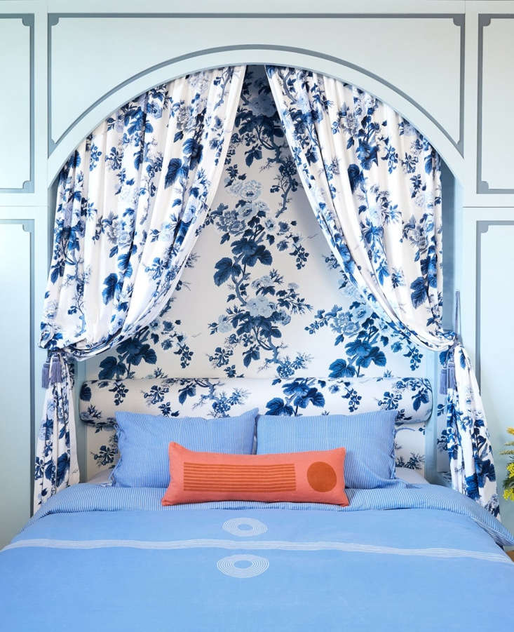 the magnet duvet cover and pinstripe shams in cornflower blue with the horizon  12