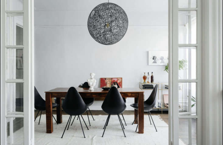 the mooi random light and the drop chairs are the pieces that delia also has in 11