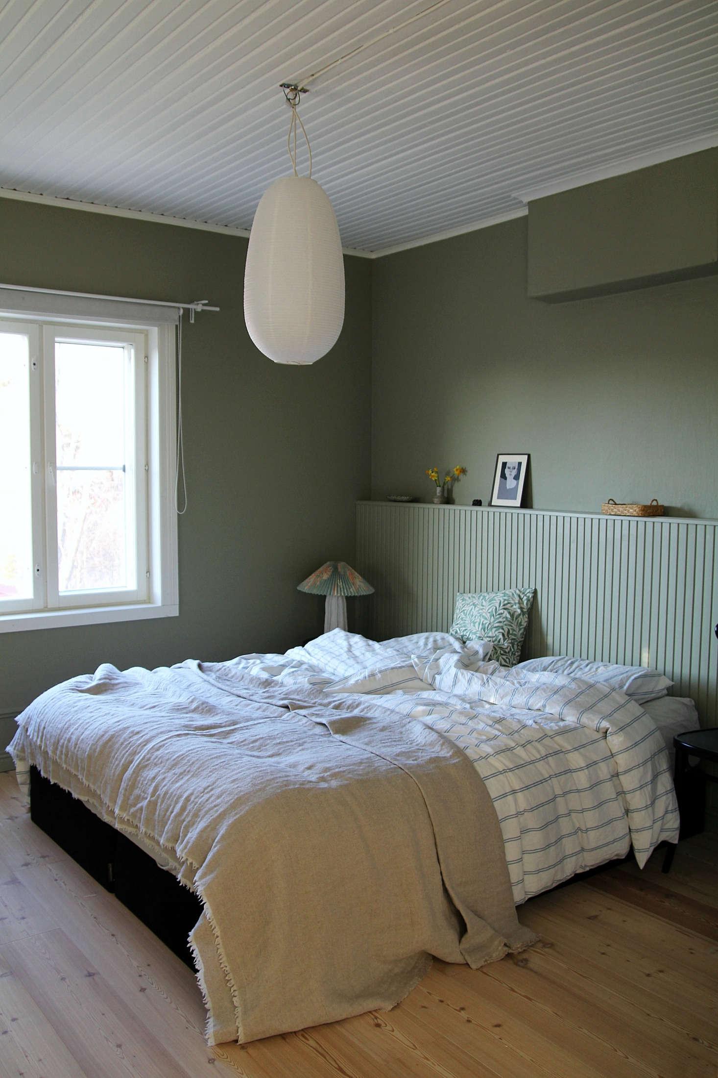 Small Bedroom Solution The Diy Paneled Wood Headboard