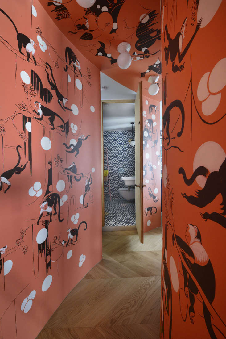 The hall was initially going to be covered in a de Gournay monkey-patterned wallpaper. On realizing that the ceiling would be hard to paper, the architects came up with the idea of recruiting graphic designer Lewis Heriz to paint his first mural.