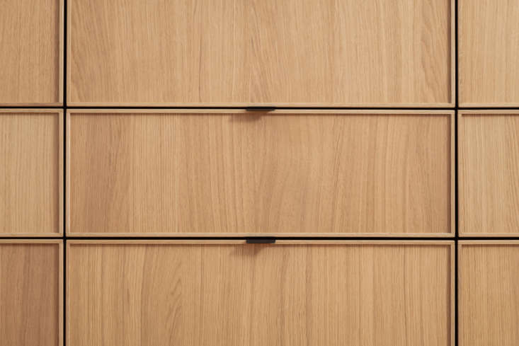 The couple chose slim matte-black aluminum cabinet pulls from The Handle Studio for the drawers.