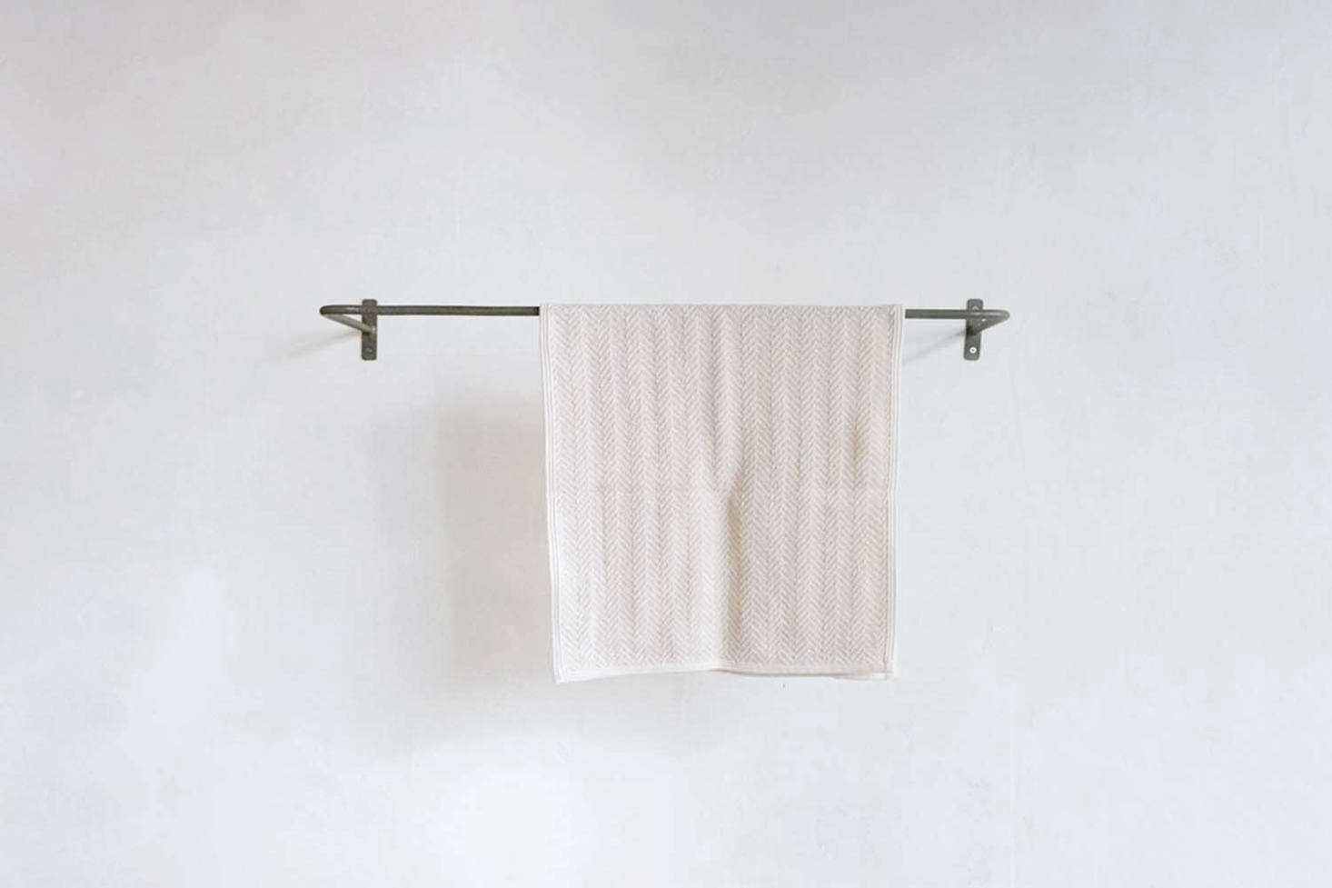 From Japanese store Orné de Feuilles, the natural steel Towel Rail comes in various lengths and depths; 4,0 Yen. For more see our post Multipurpose Black Iron Towel Bars from Japan.