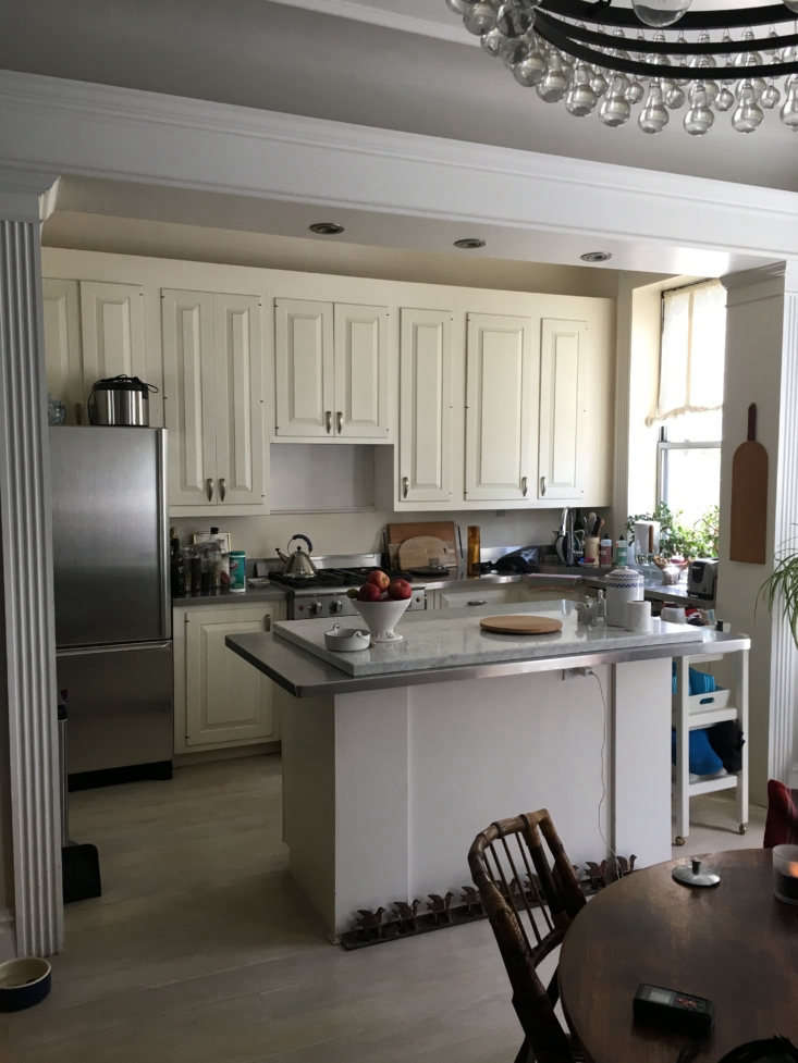 The all-white existing kitchen belonged to Alan Cumming. The replaced appliances got donated. Barbara&#8