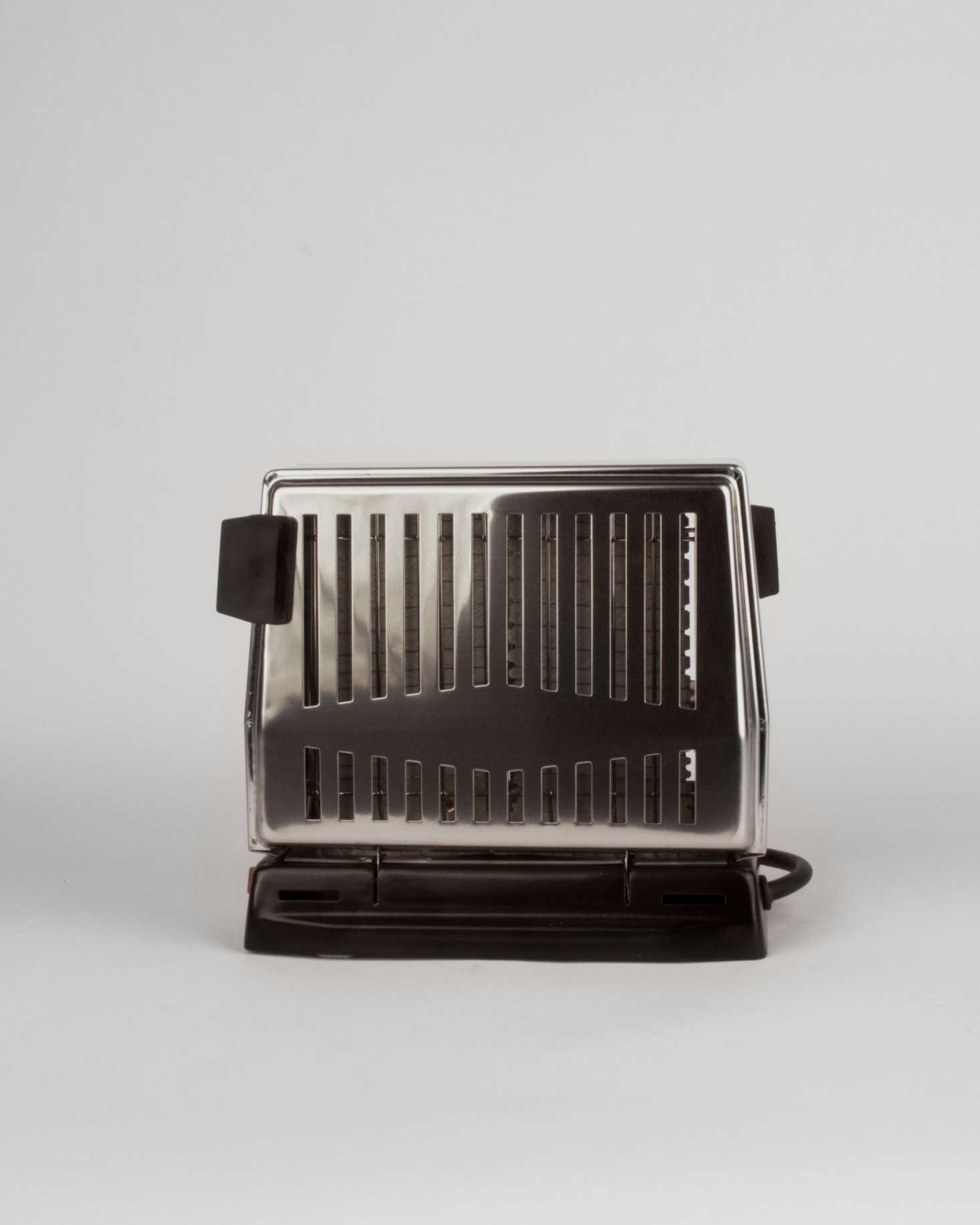 Julie has her eye on this old-fashioned Electric Toaster, €..
