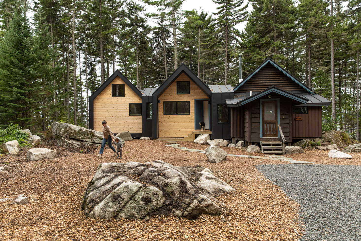 Because the extension is clean-lined by design, Jocelyn chose the few materials with care. &#8