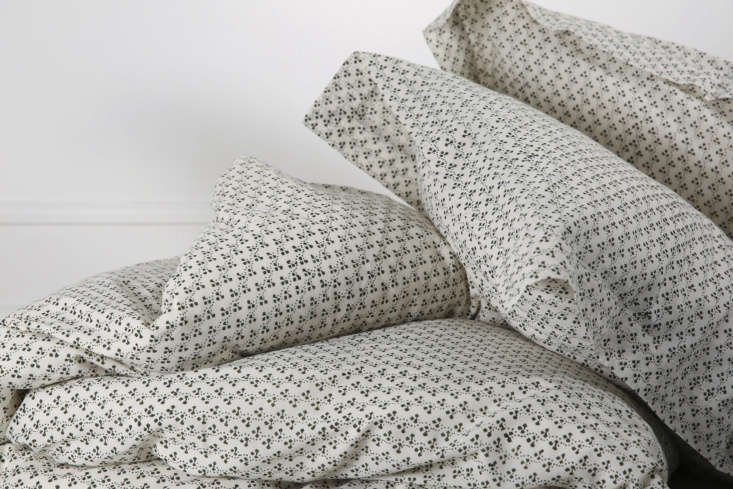 made of handwoven cotton, the bili bed linen is printed using the blockprint me 10