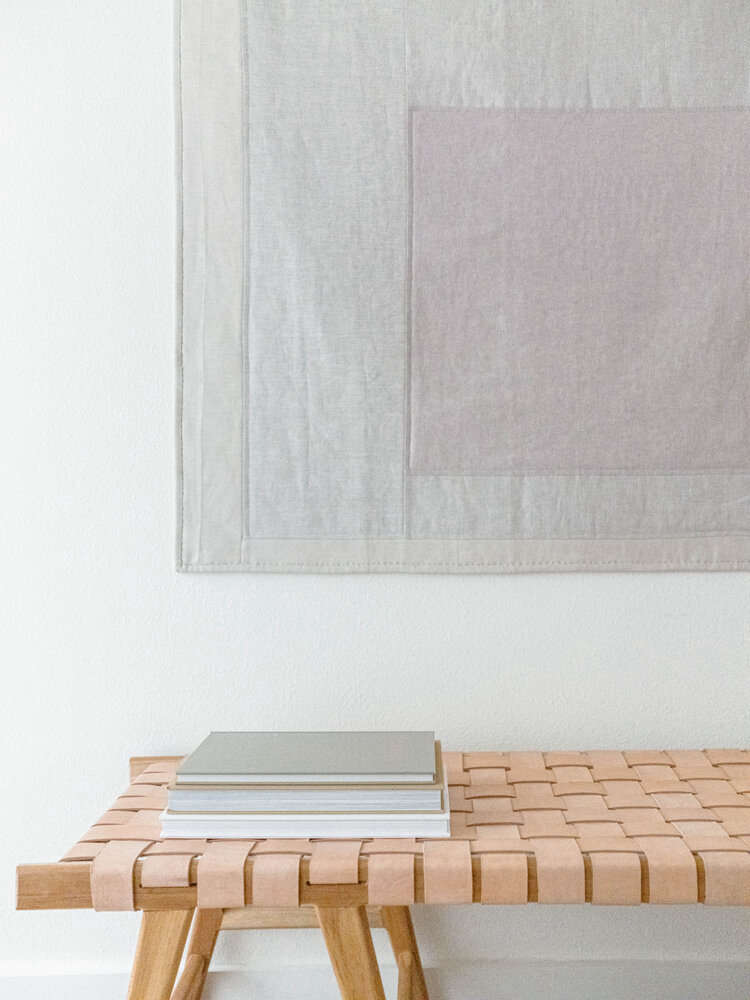 The quilt is composed of linen from Ulster Linen, fabric from Pippin&#8