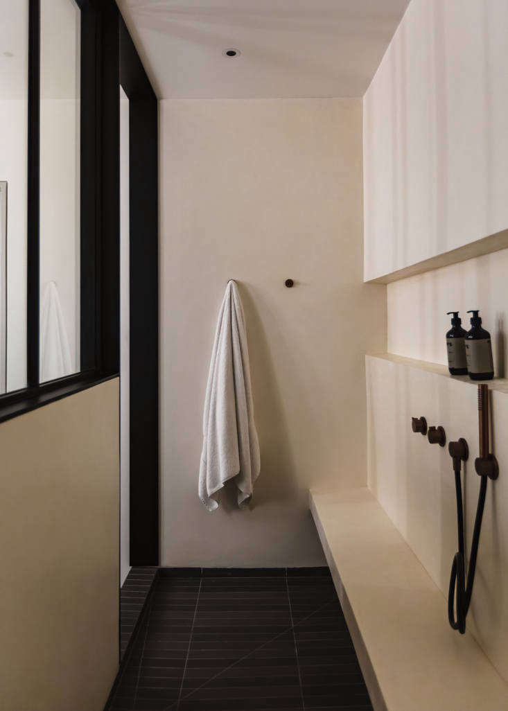 The main bathroom features an oversized walk-in shower done in waterproof tadelakt finish. &#8