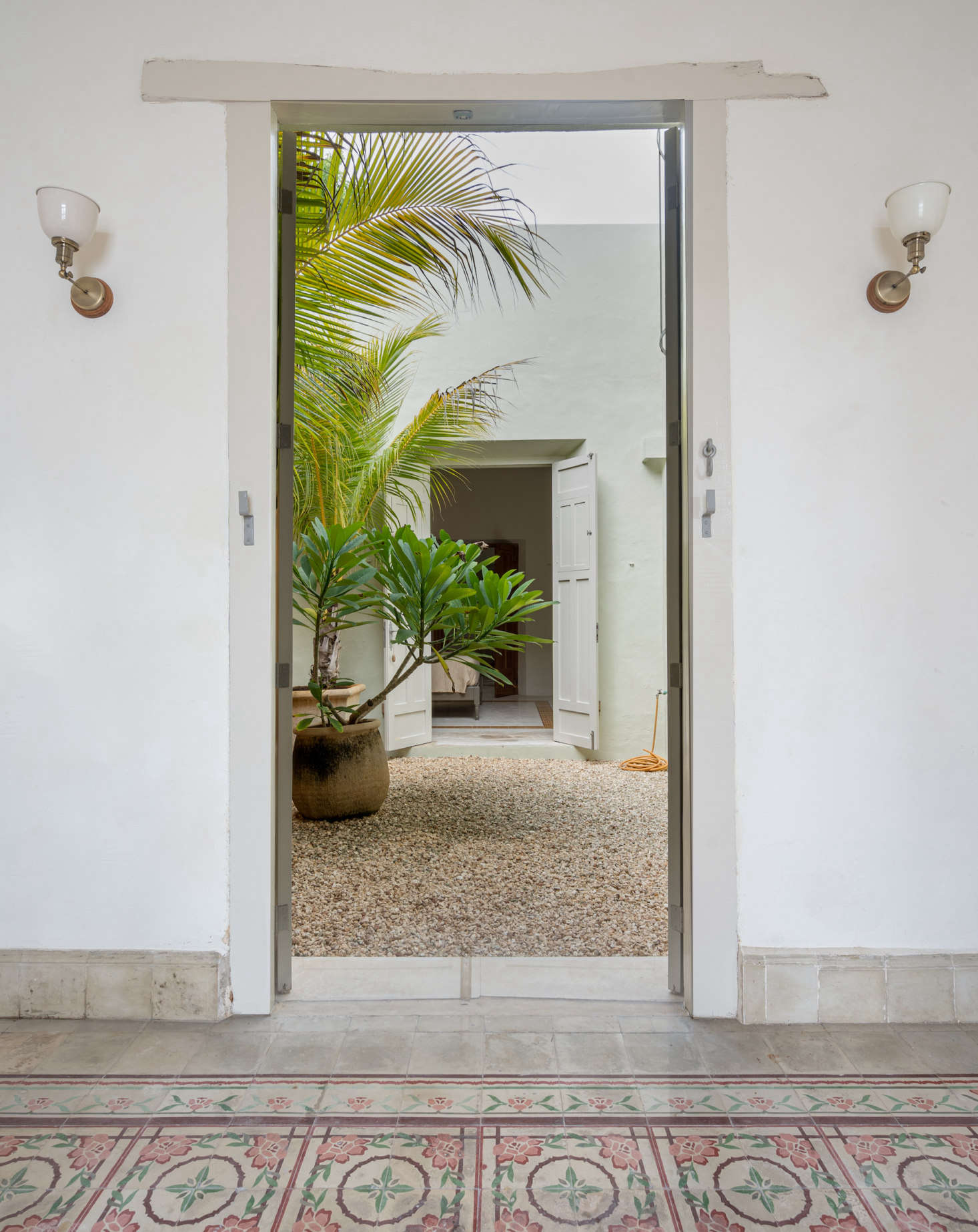 Several rooms, including the study, living room, and guest room, have access to a small courtyard, a traditional feature in many of the colonial homes in Mérida.