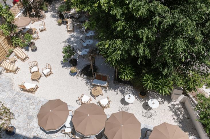 hotel le sud outdoor patio