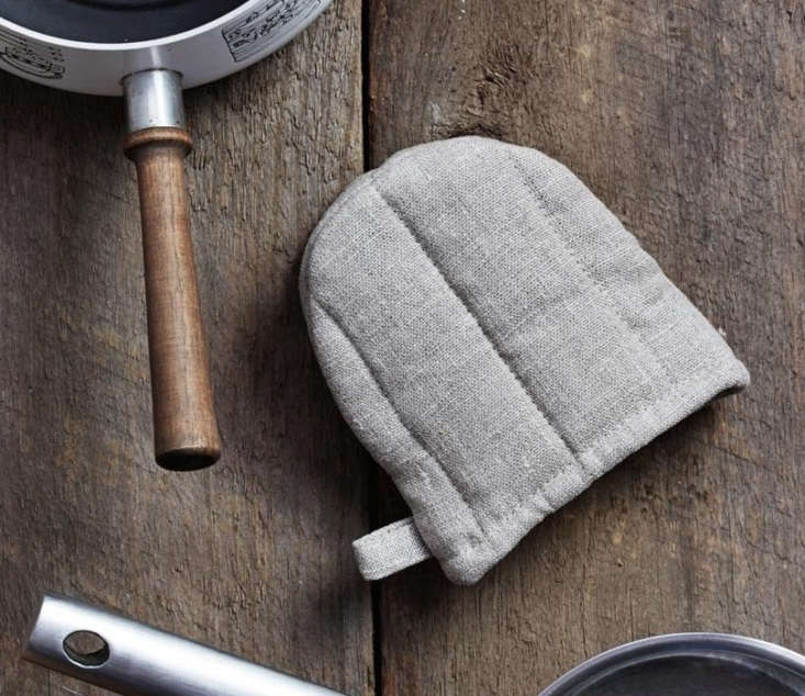 fog linen&#8\2\17;s quilted natural linen oven mitt is appealingly sized; \ 12