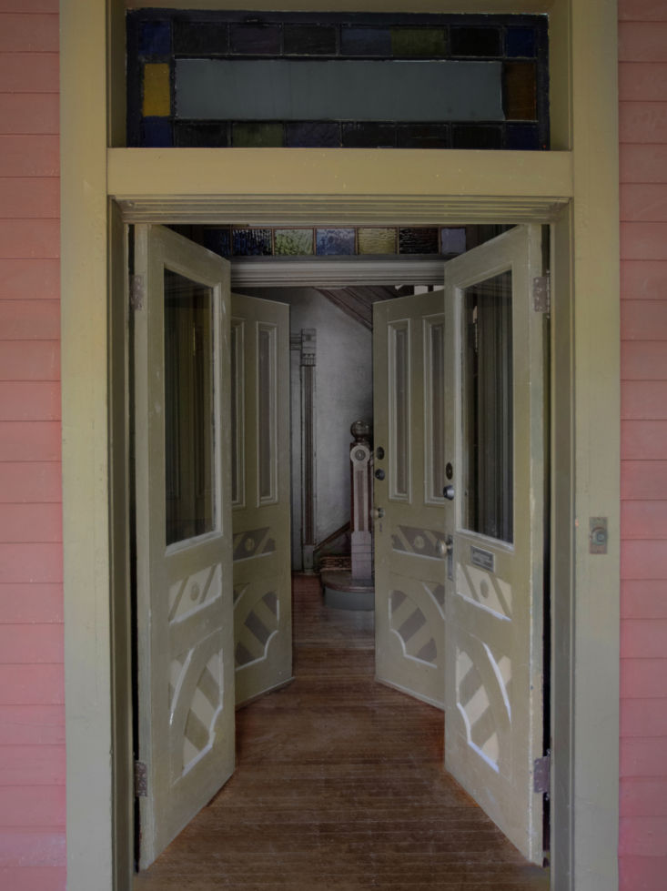 entry of cameron residence by ridge house 21