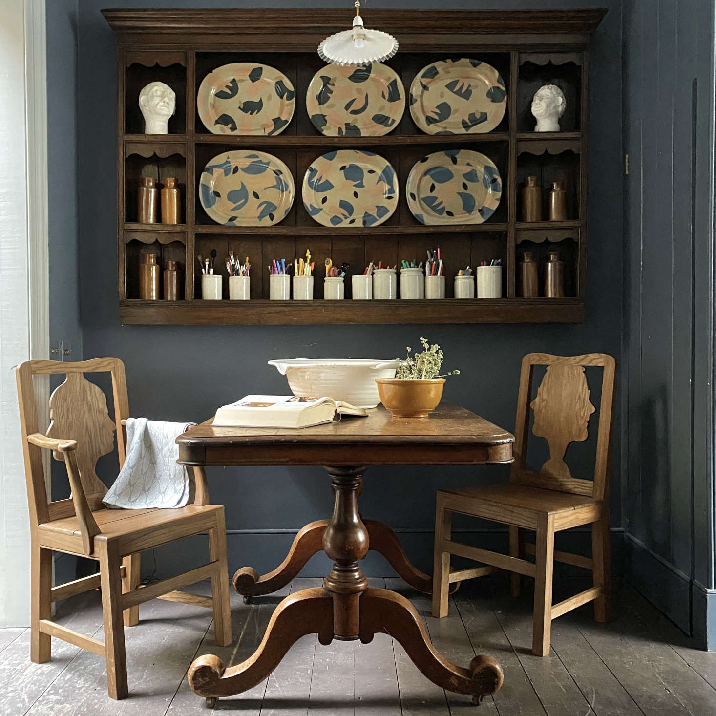 An antique table had to be adapted in width to fit the compact dining area. The chairs are Berdoulat&#8